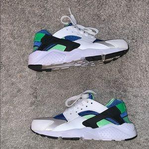 Nike air huaraches size 4.5Y